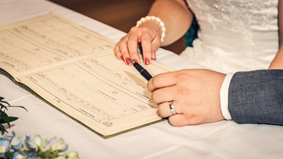 make-light-work-wedding-photography-portsmouth-beth-steve-marwell-hotel-10