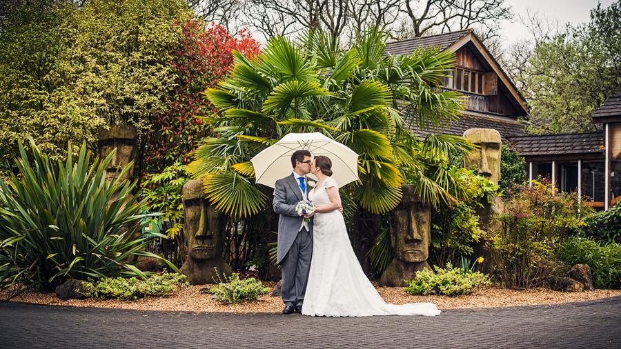 make-light-work-wedding-photography-portsmouth-beth-steve-marwell-hotel-12